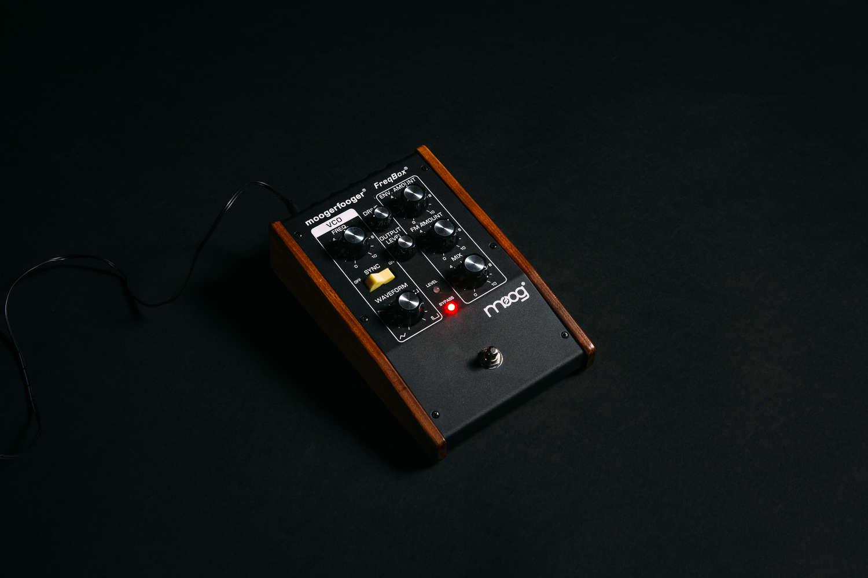 Moogerfooger Mf 107 Freqbox Moog Frequency Modulation Fm Tutorial Electronics Modulator