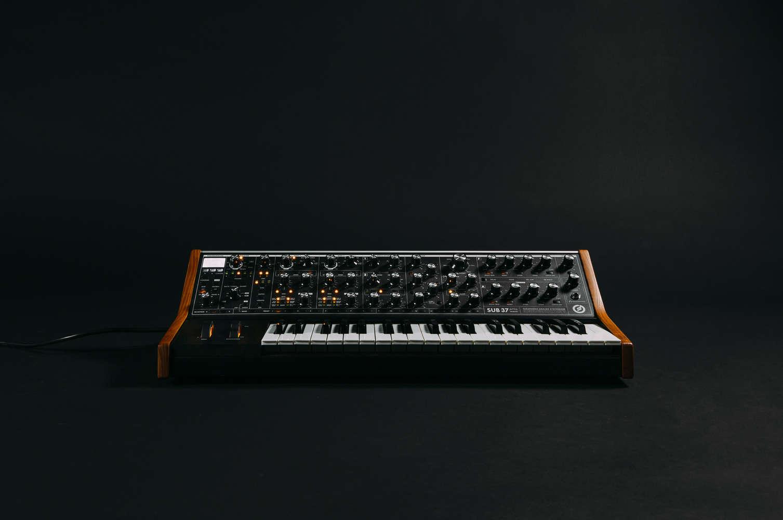 Sub 37   Moog