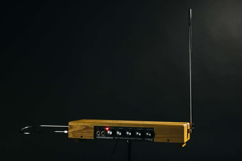 Theremin, lo strumento musicale elettronico venuto dal passato